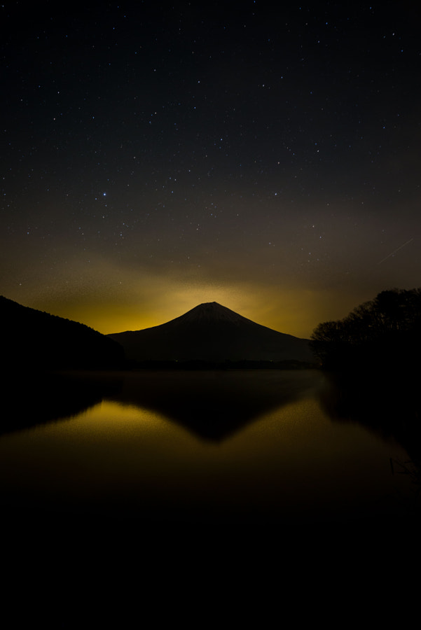 Photograph Mount Fuji and the stars by Enrique Moreno on 500px