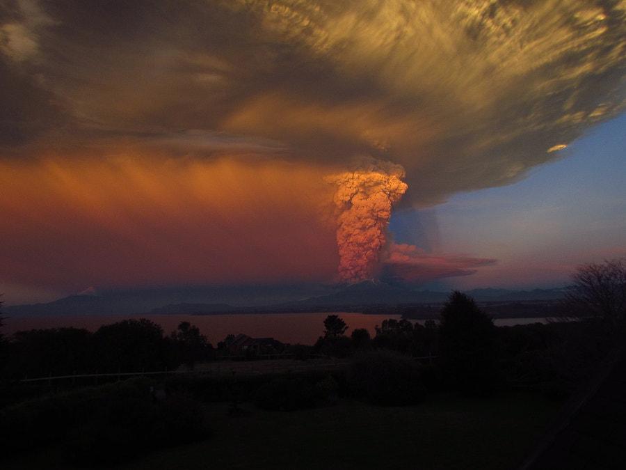v2?webp=true&sig=25559f4e30385aaa61f855dd7d9fa35292e720d25ccc9816e3a737b3ed130ae5 des images saisissantes des éruptions du volcan Calbuco