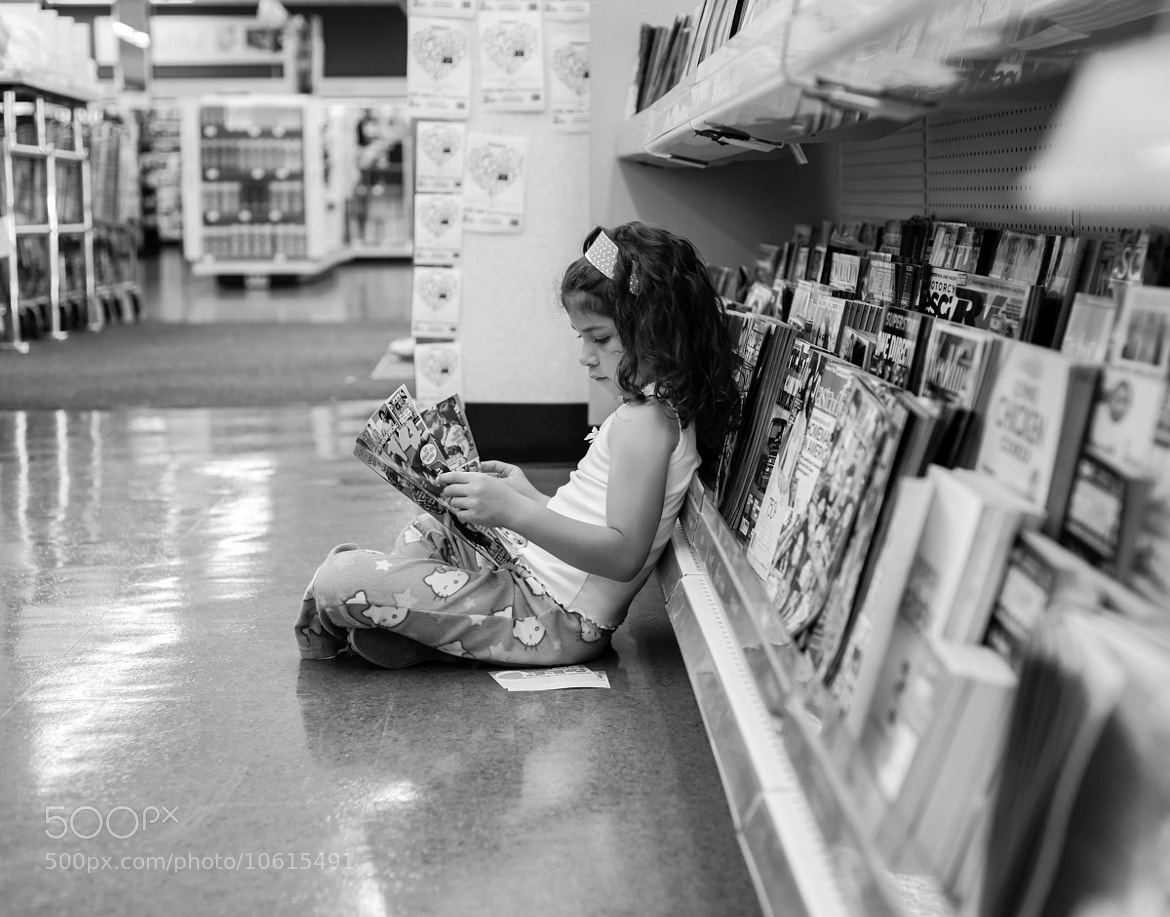 Photograph She Likes to Read by Jamie  Rodriguez on 500px