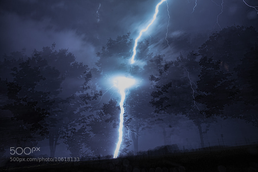 Lightning Strikes a Tree by Richard Gottardo (RichardGottardo) on 500px.com