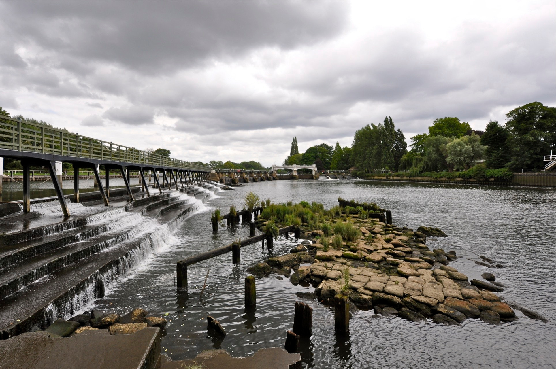 Photograph teddington lock by Mark Barnett on 500px