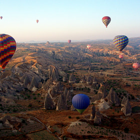 balloons over Cappadocia by Carlos Luque (clgam)) on 500px.com