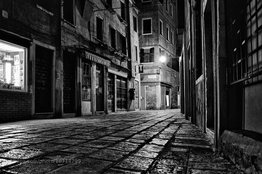 Photograph Venice Alley by Liban Yusuf on 500px