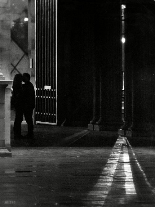 """Probably one of the best places in Paris to kiss in the middle of the night.  <a href=""""http://nightgrain.tumblr.com/"""" rel=""""nofollow"""">Photoblog</a>"""
