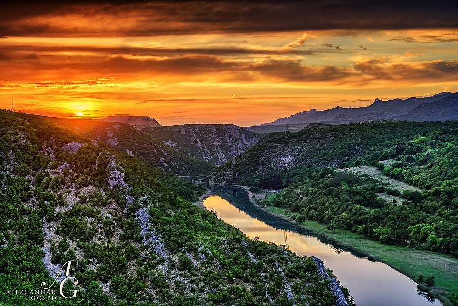 Farewell to a day from the canyon of Zrmanja river, with Velebit range on the right