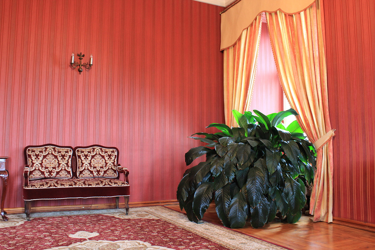 Photograph red room by Alicja Wisniewska on 500px