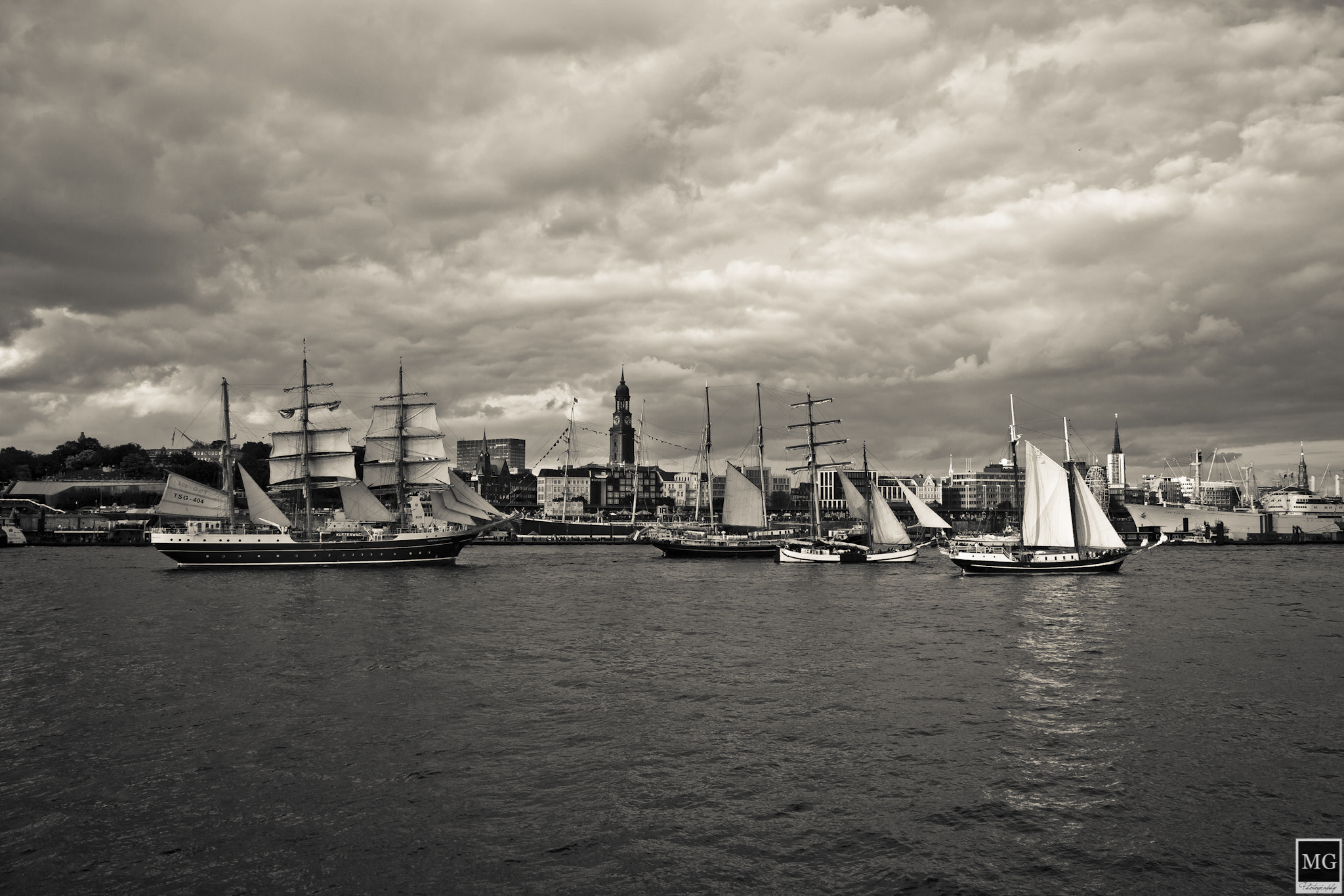 Photograph Clouds´n Ships by Marco Guerreiro on 500px