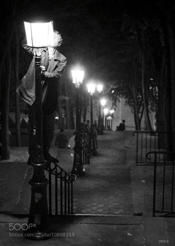 "Fixing the lamp ?  <a href=""http://nightgrain.tumblr.com/"">Photoblog</a>"