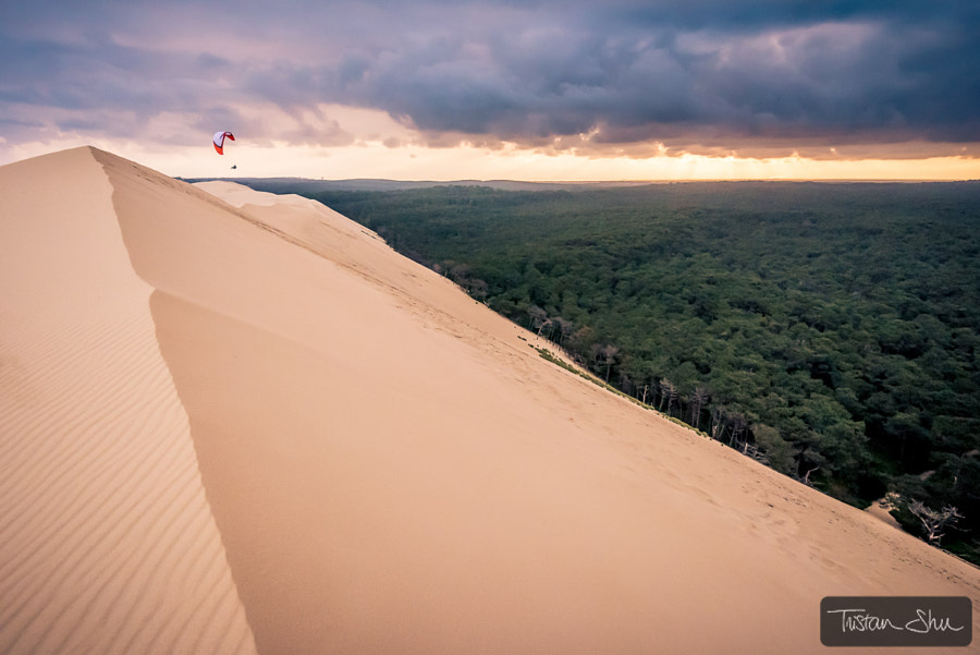 6 am on the grande dune du pyla with Michael Regnier by Tristan Shu on 500px.com