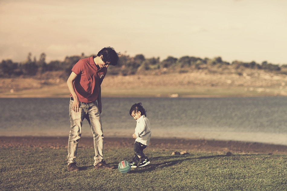 Photograph Why are men reluctant to become fathers?  They aren't through being children - Cindy Garner by Arjun Kamath on 500px
