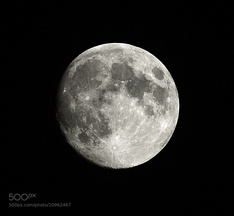 Photograph lluna by andreu soler on 500px