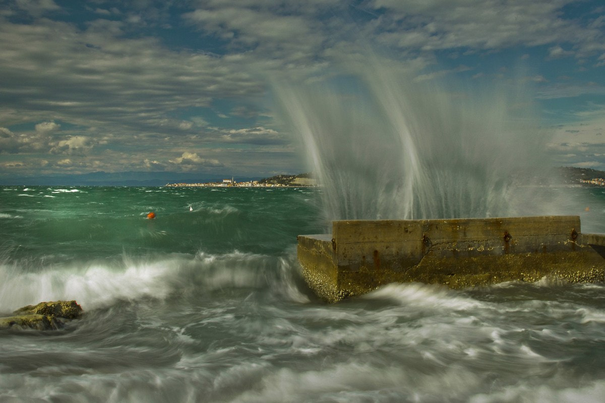 Photograph waves in the bay by Franc Brane Matko on 500px