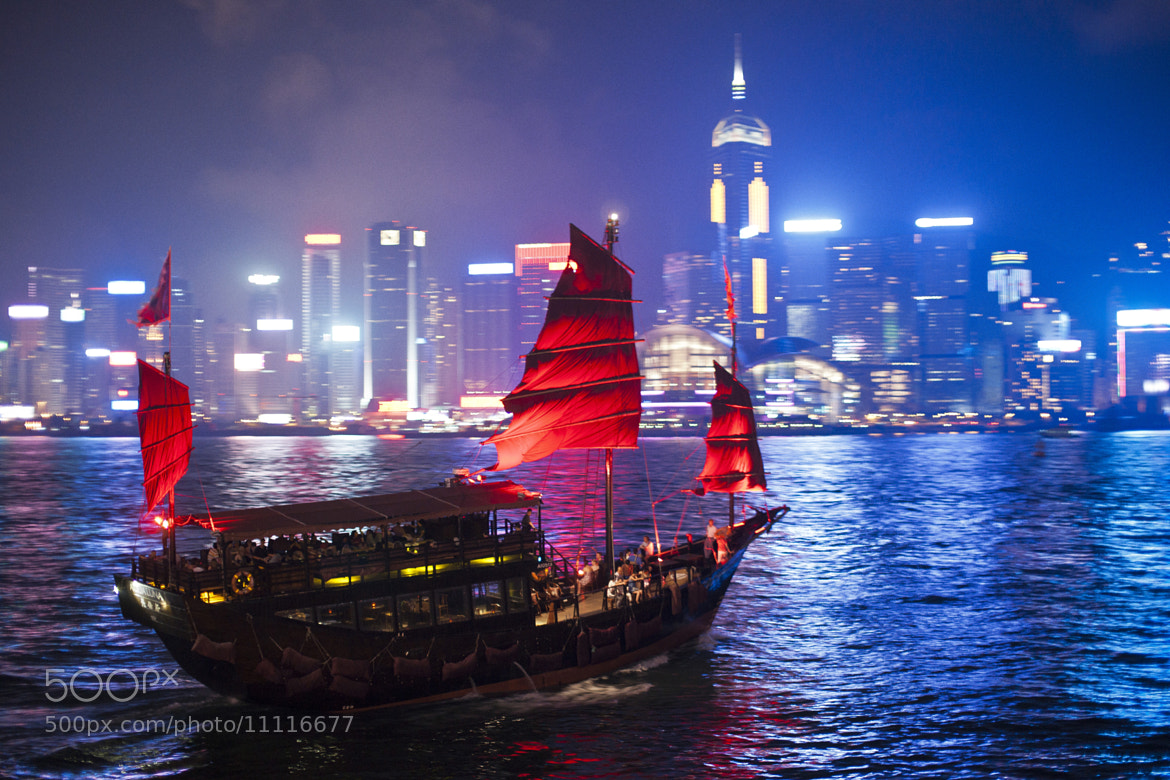 Photograph Junk Boat at Hong Kong harbour  by Calvin lee on 500px