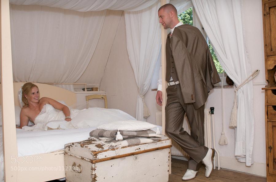 """Bride and groom in bridal suite of """"Kasteel Wijenburg"""" in Echteld (Gelderland, the Netherlands)"""