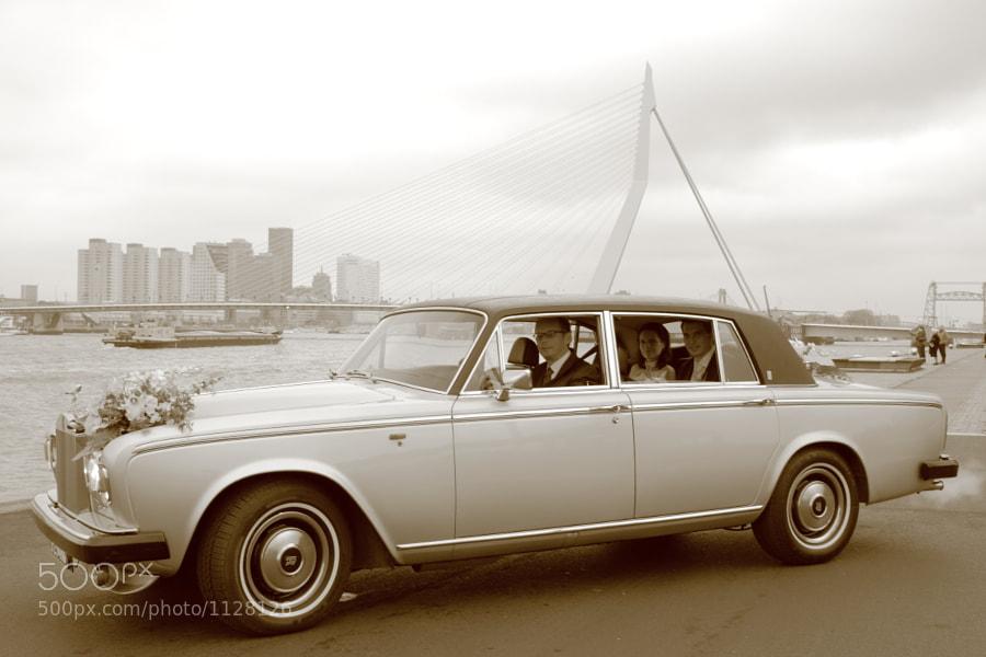Bride and groom in Rolls Royce in front of Erasmusbrug (Rotterdam, Netherlands)