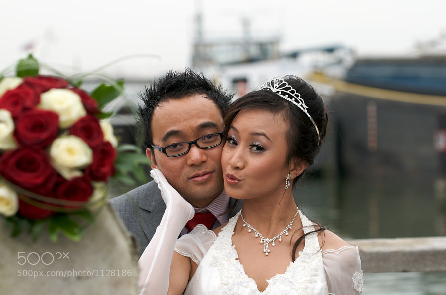 Bride and groom in Almere (Flevoland, Netherlands) next to antique cannon