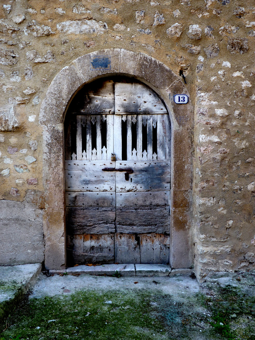 Photograph An old door | Una vecchia porta  by MAURIZIO PONTINI on 500px