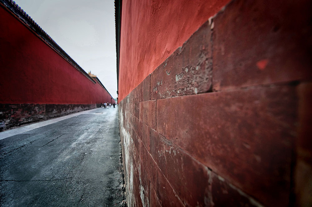 Photograph Red Wall by Jumrus Leartcharoenyong on 500px