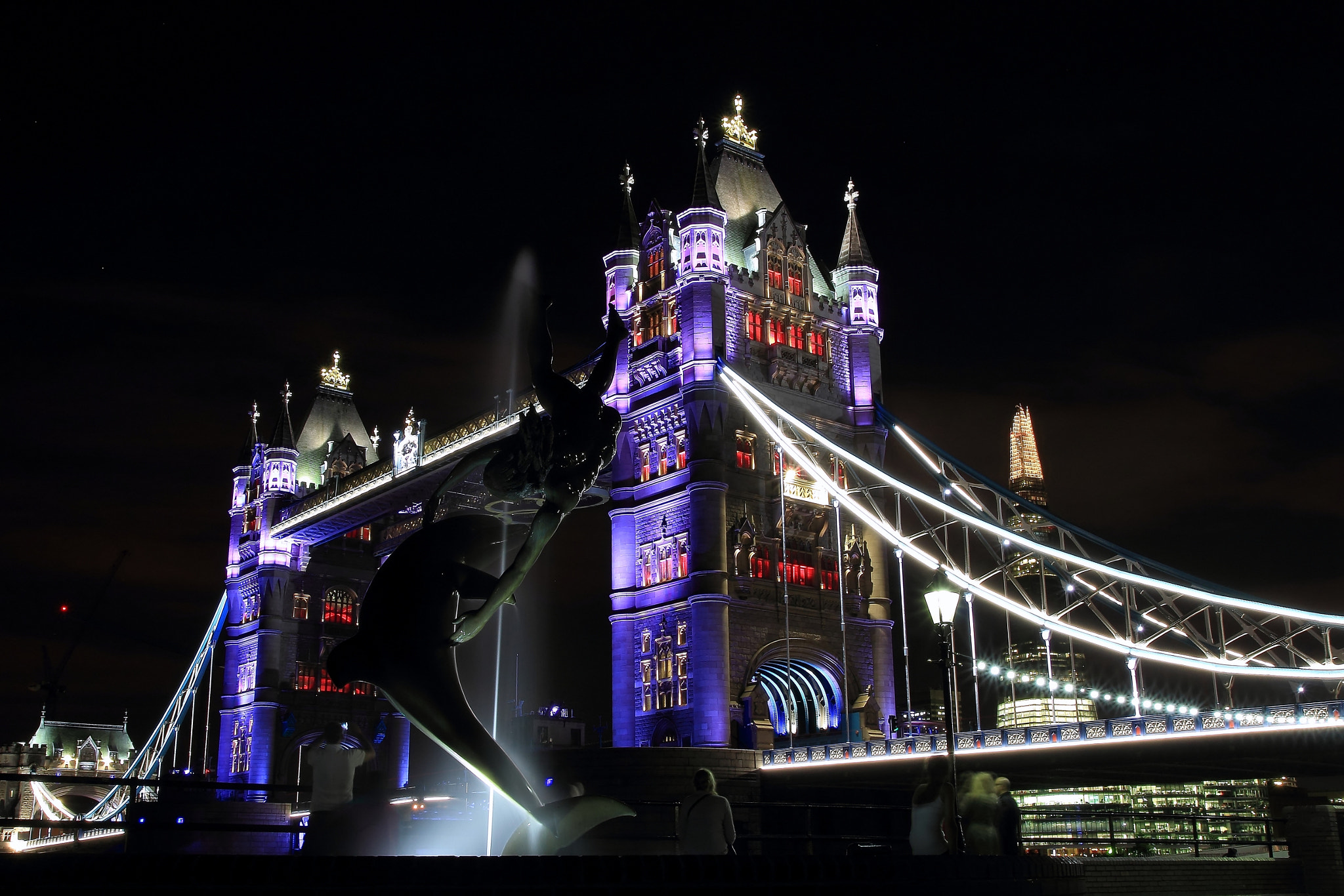 Photograph The girl, the dolphin and the Tower Bridge by where the user has no names on 500px