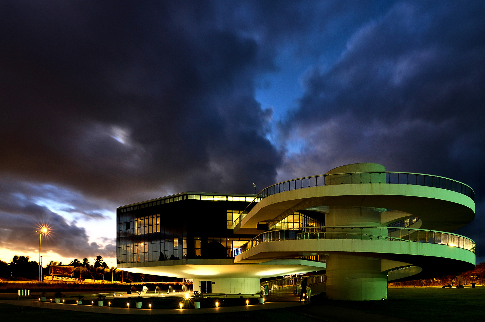 Photograph Niemeyer's sky by Francisco Cribari on 500px