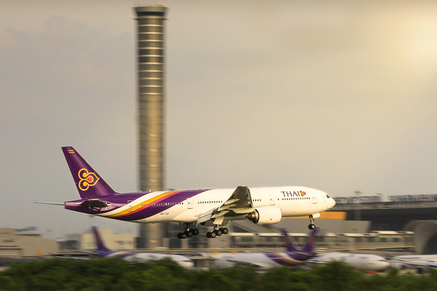 THAI AIRWAYS LANDING AT BANGKOK AIRPORT by Jate Bulsuk on 500px.com