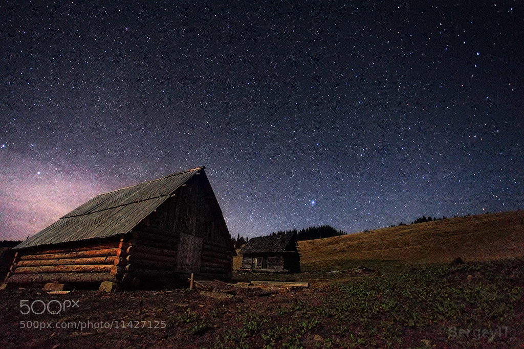 Photograph night sky with stars and wooden shack by Sergiy Trofimov on 500px