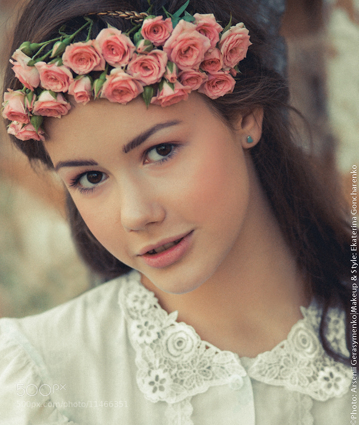 Photograph Portrait of a girl in nightdress with roses on her head by Arsenii Gerasymenko on 500px
