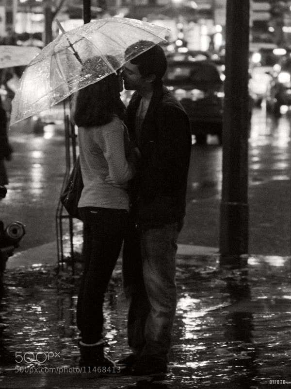 Transparent umbrellas fit lovers really well for photos!