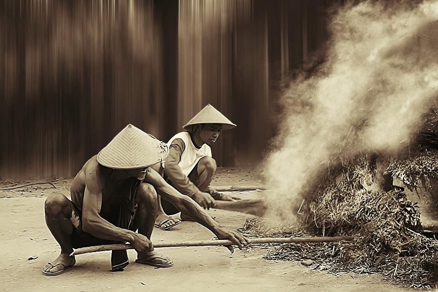 Photograph Burning pottery by 3 Joko on 500px