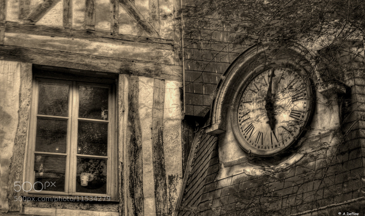 Photograph La petite horloge by Alain Defline on 500px