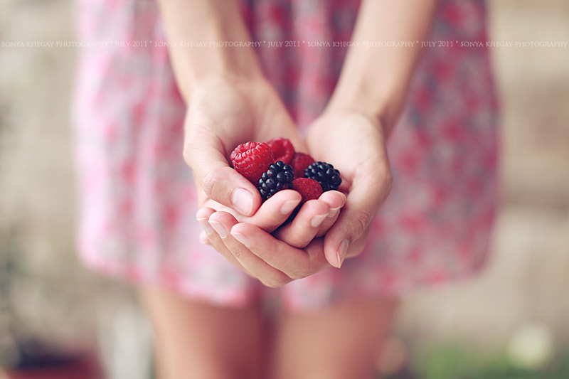 Photograph berries by Sonya Khegay on 500px
