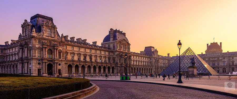A Walk by the Louvre