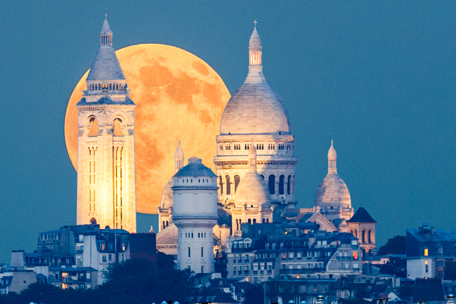 When the rising moon meet the Sacre Coeur