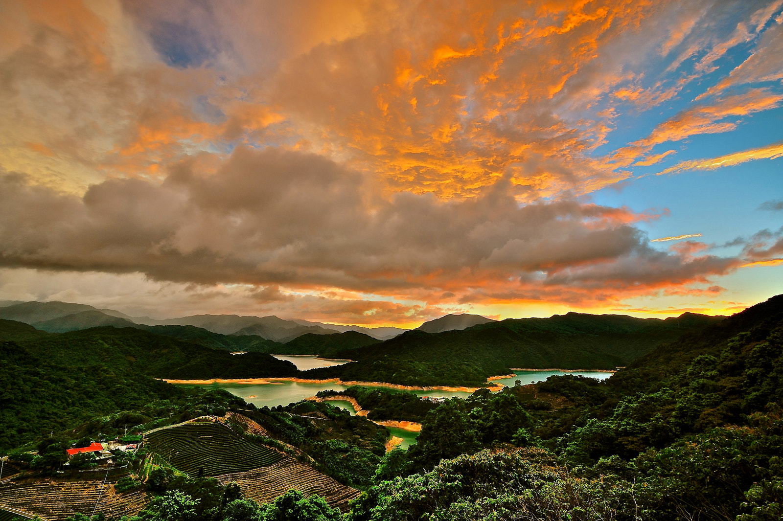 Photograph 夕燒潭腰 by chen benson on 500px