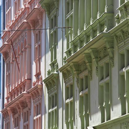 Redundant facades