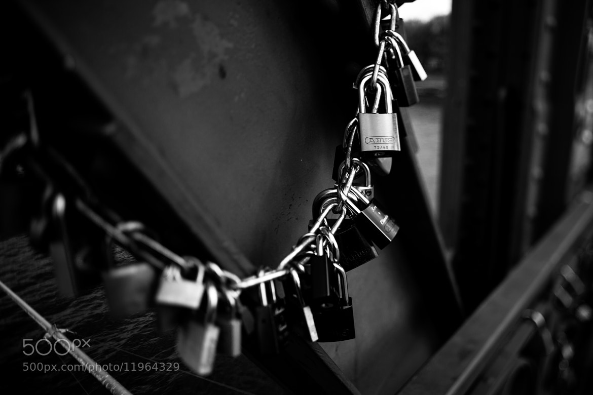 Photograph Tendency lock at chain by Florian Klum on 500px