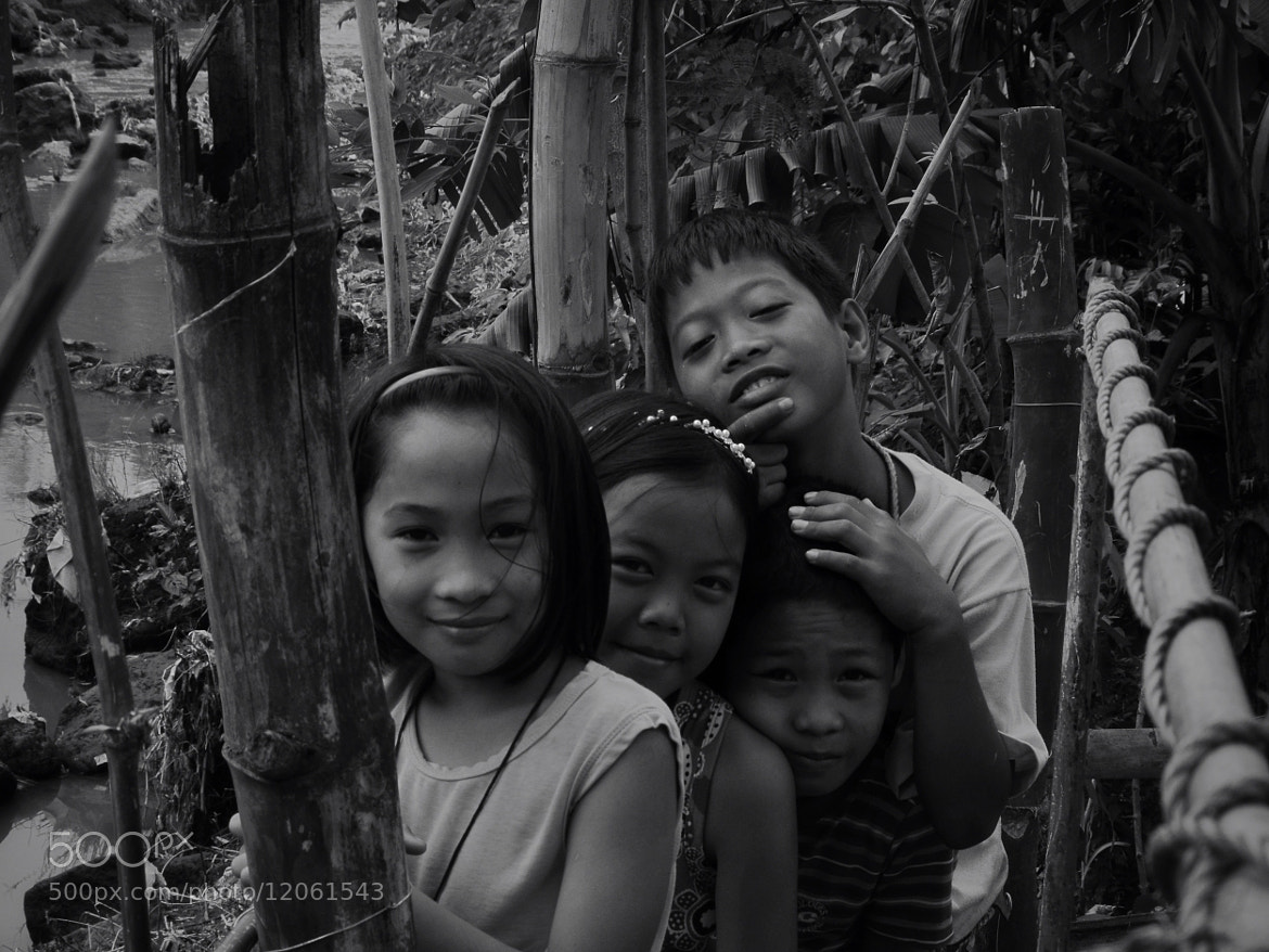 Photograph Kids by the river, Imus, Cavite by  Valdéz on 500px
