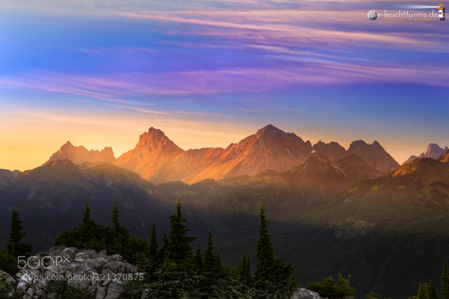 Alpine glow on North Cascades summits