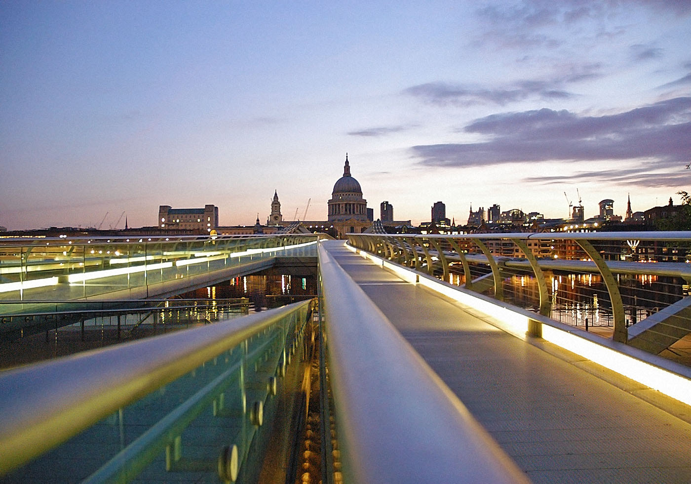 Photograph millennium bridge by Paal in Droom on 500px
