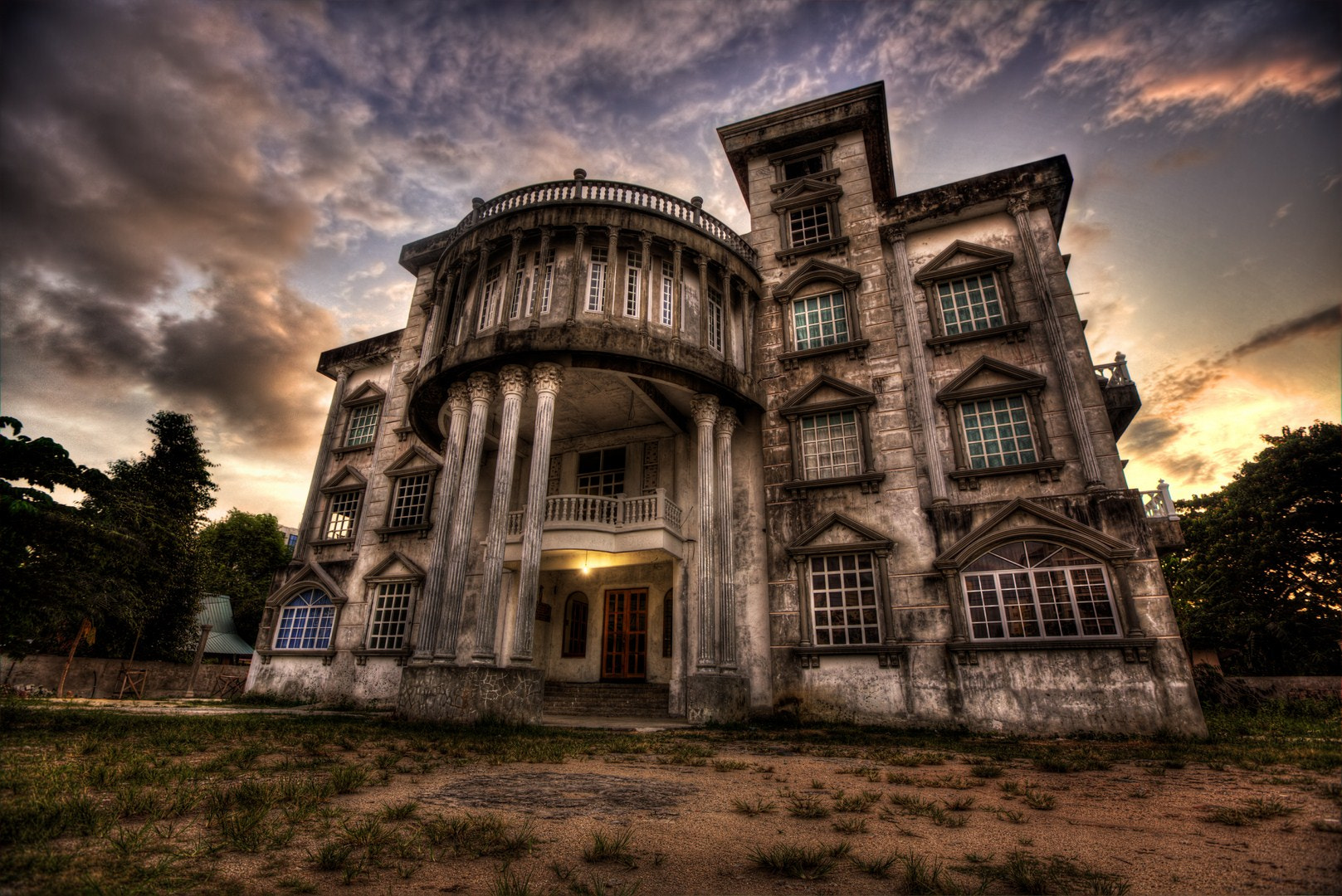 Photograph The Haunted Mansion by Cheah  Nz on 500px