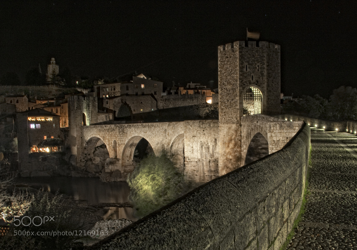 Photograph Pont de Besalú de nit by Lluís Carballo on 500px