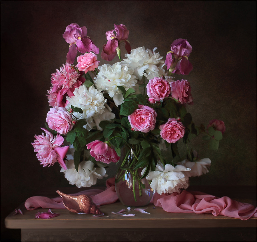 Bouquet with peonies and roses, автор — Tatiana Skorokhod на 500px.com