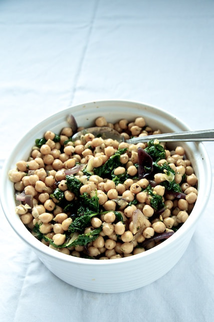 Photograph Chickpea & Spinach salad by Toby Kennedy on 500px