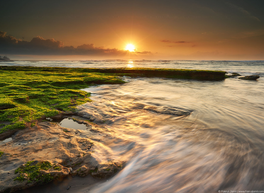 Waves flowing at Manyar Beach, Bali by Fakrul Jamil on 500px.com