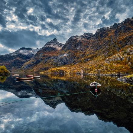 Å Boat Reflections