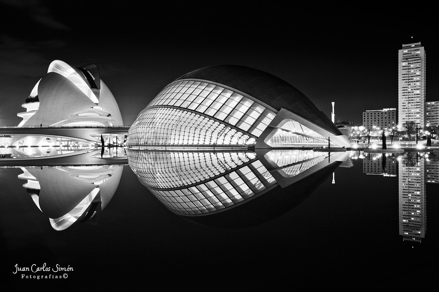 Photograph Reflejos en B/N (reflex in B/W) by Juan Carlos Simón on 500px