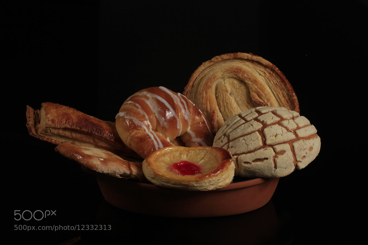 Photograph Mexican sweet bread by Cristobal Garciaferro Rubio on 500px