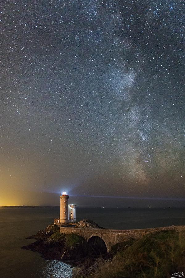 Voie Lactée sur le phare du Minou