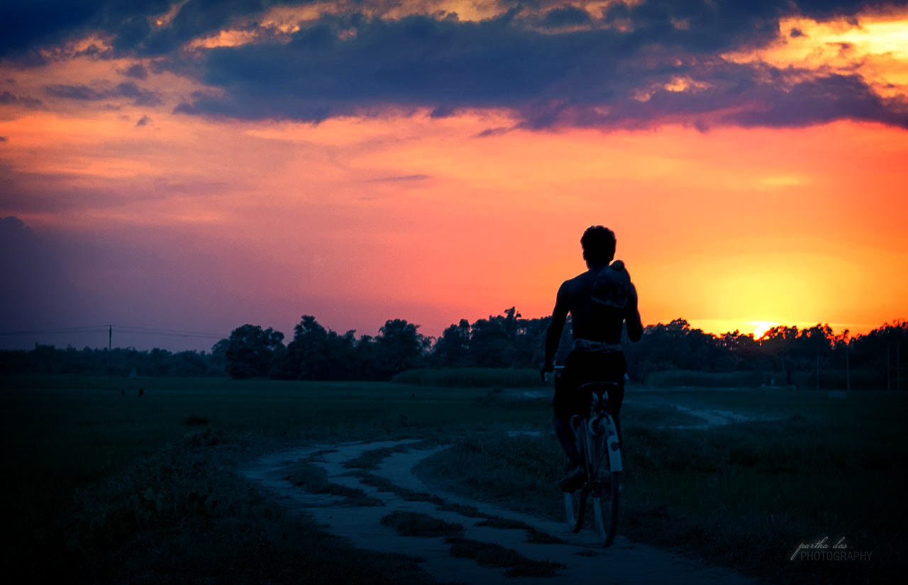 Photograph back to home... by Partha Das on 500px