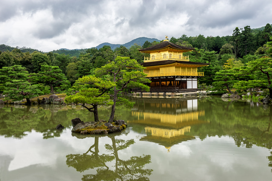 Kinkakuji (金閣寺, Golden Pavilion) by Davide®  on 500px.com